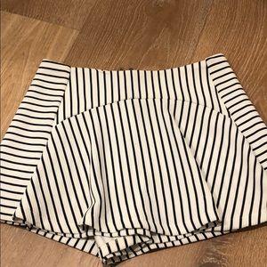 Striped skort with zipper in back